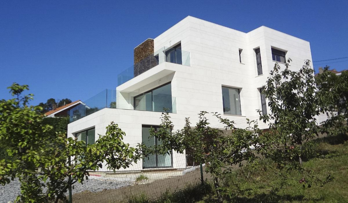 vivienda con instalcion de ventanas y puertas bellafinestra