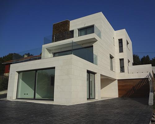obra realizada por bellafinestra de ventanas pvc y aluminio