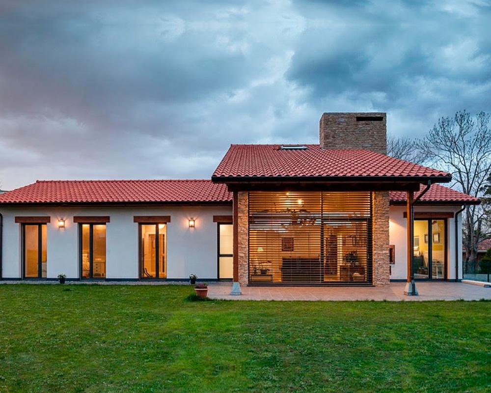 casa reformada con protección solar bellafinestra